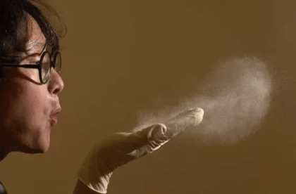 Вдыхание частичек яда