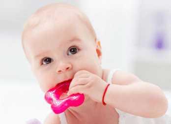 Ребенок все тянет в рот
