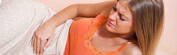 Тянущие боли внизу живота у женщин: причины при беременности, после месячных