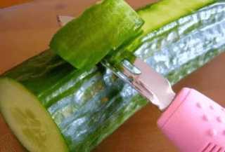 Очищение огурцов от кожуры