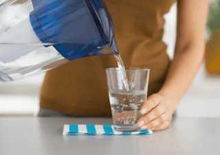 Дать пострадавшему воду