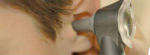 Отит у взрослых: симптомы, лечение уха антибиотиками и в домашних условиях